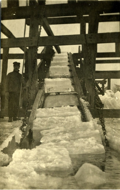 One ice firm in the 1920's prided itself on cutting 4 tons of ice per minute for a total of 2,000 tons of ice daily.