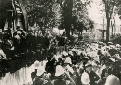 Prof. Johnson conducting school children singing at the dedication of the Queen Victoria statue, 1908